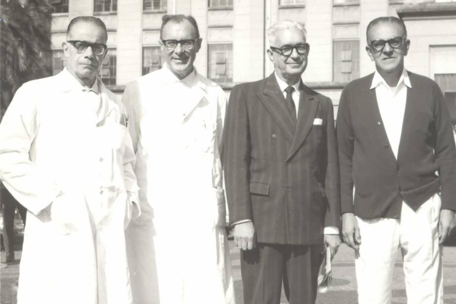 Da esquerda para a direita Professores Luiz Venere Décourt, Euryclides de Jesus Zerbini, Alipio Corrêa Netto, Jerônimo Geraldo de Campos Freire - década de 1970