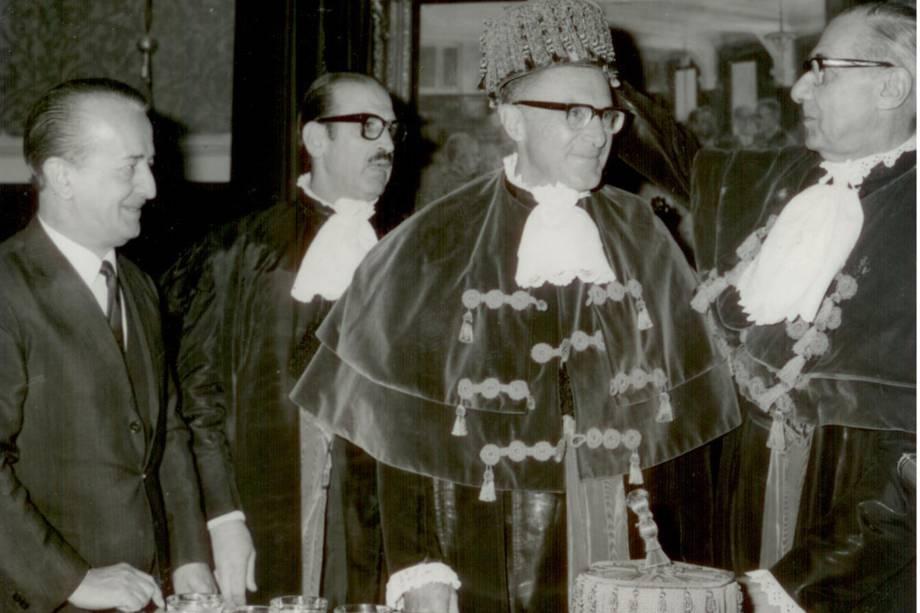 Prof. Zerbini sendo empossado como Professor Titular da FMUSP - 1969