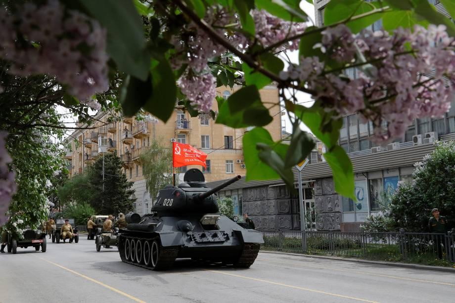 Tanque T-34 das forças soviéticas participa de marcha em comemoração do 73º aniversário da vitória russa contra o Nazismo na Segunda Guerra em Rostov-on-Don - 09/05/2018