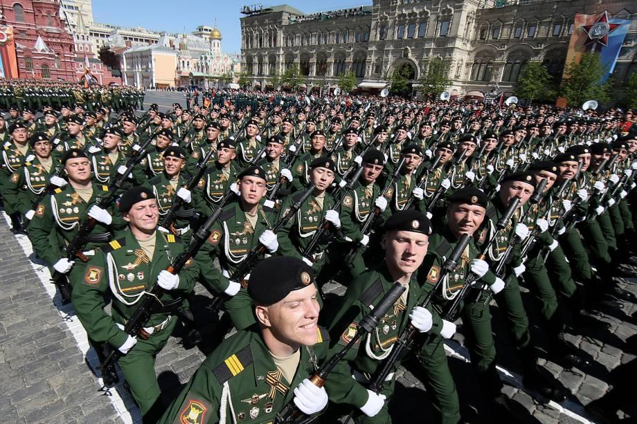 Militares russos marcham durante comemoração do 73º aniversário da vitória russa contra o Nazismo na Segunda Guerra em Rostov-on-Don - 09/05/2018