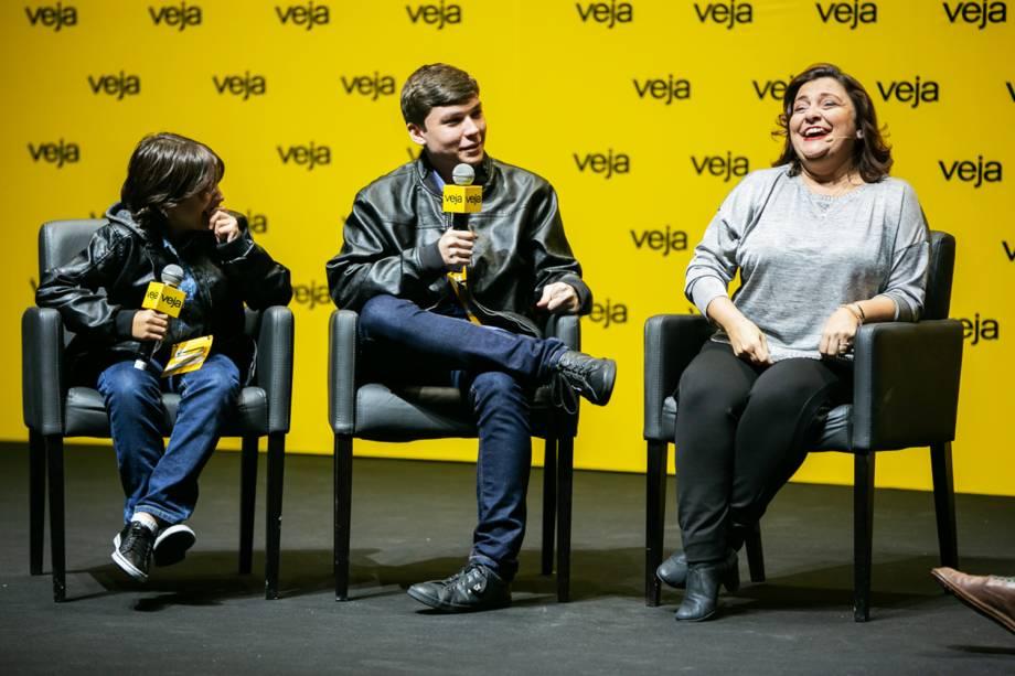 <span>A convite do jornalista, os dois filhos da diretora, Arthur e Ricardo, também estiveram no palco e contaram outras razões para o sucesso do projeto da mãe</span>- 29/05/2018