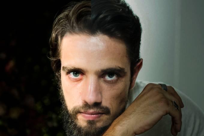 Renato ( Rafael Cardoso )