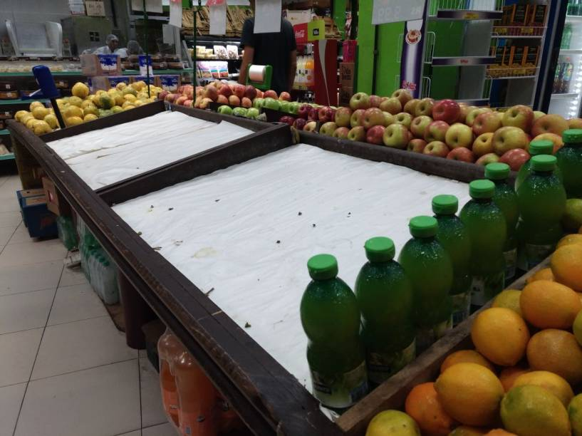 Faltam carne, legumes, verduras e ovos em sacolão da Zona Oeste de São Paulo