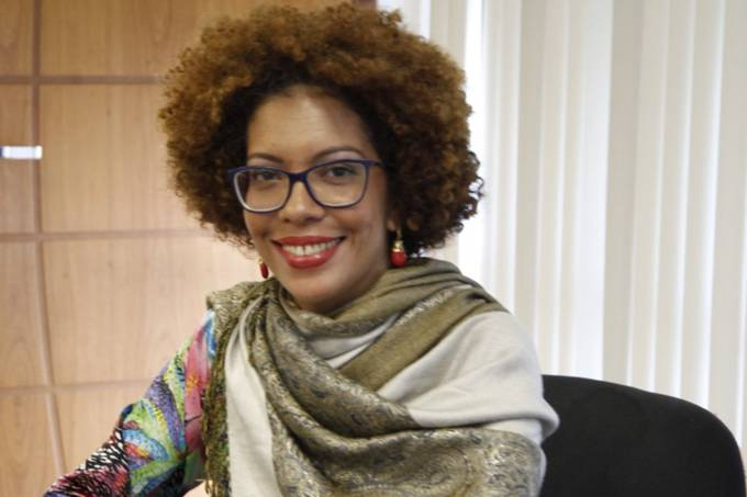 Angela Guimarães