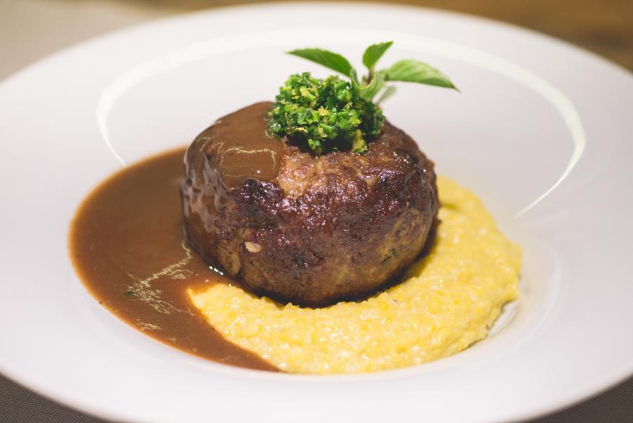 Grand Cru:Polpetone de cordeiro com recheio de queijo na etapa principal do jantar