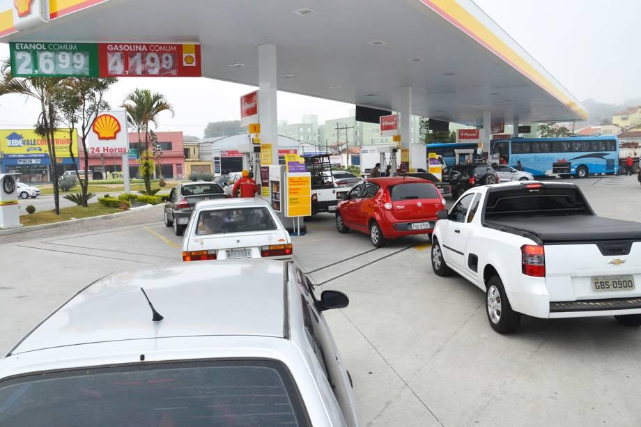 Postos de combustíveis amanhecem com filas na cidade de São José dos Campos (SP) - 23/05/2018
