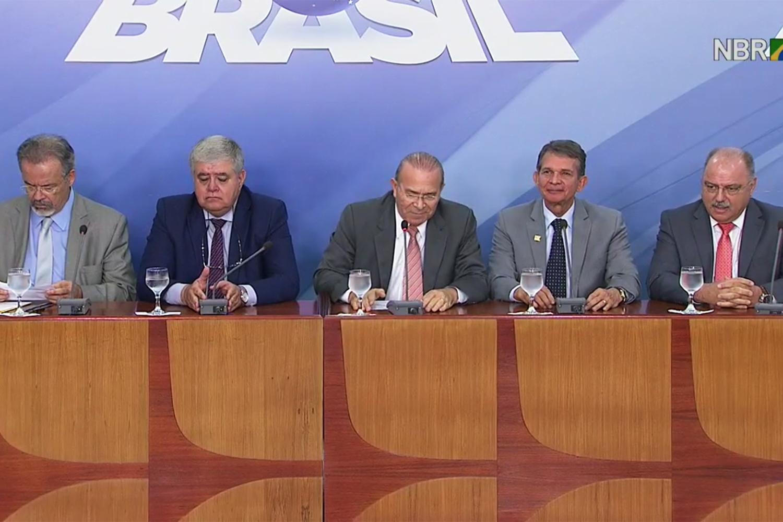 Ministros falam sobre ação das forças federais na greve dos caminhoneiros - 25/05/2018