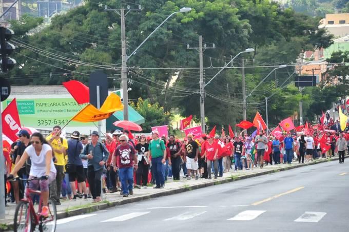 Ato do Dia do Trabalho e apoio ao ex-presidente Lula em Curitiba