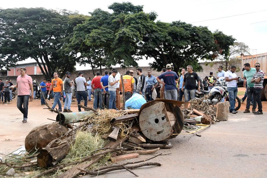 Grupo de caminhoneiros bloqueiam estradas em Brasília (DF) - 24/05/2018