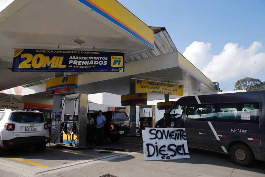 Greve de caminhoneiros causa desabastecimento de combustível em postos de gasolina da cidade de Teresópolis, na região serrana do Rio de Janeiro - 24/05/2018