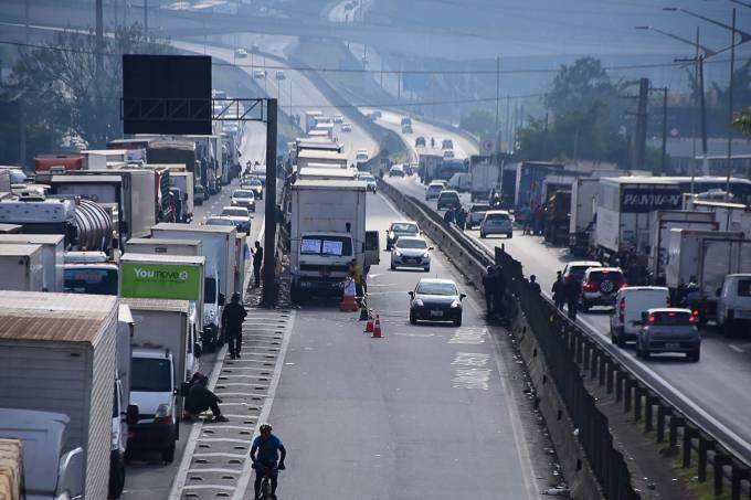 Protesto de caminhoneiros na Rodovia Régis Bittencourt