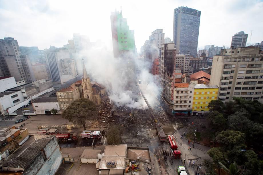 Prédio de 26 andares desabou durante um incêndio de grandes proporções no Largo do Paissandu, no centro de São Paulo. A Igreja Evangélica Luterana, que fica ao lado do prédio em chamas, também pegou fogo e parte da   estrutura desabou - 01/05/2018