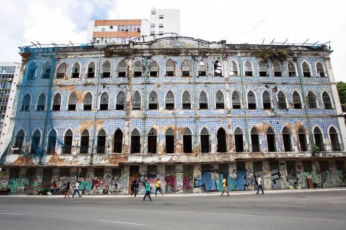 Fachada do antigo casarão na Praça Cairu,  em Salvador (BA)