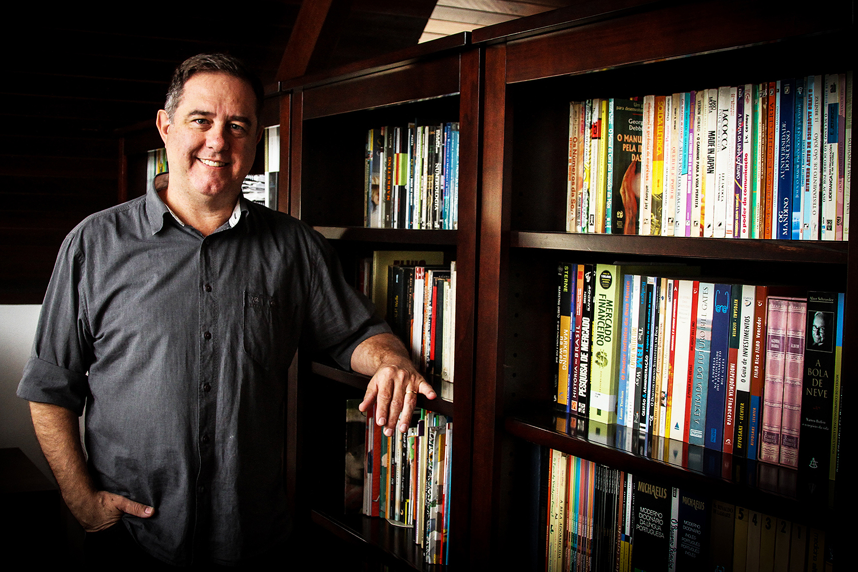 Carlos Roberto Oliveira de Almeida Santos, 54 anos, professor e gestor universitário
