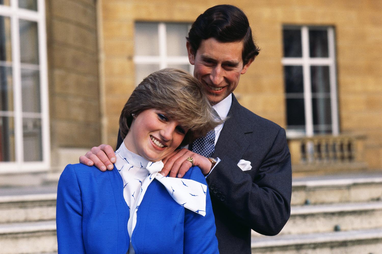 Príncipe Charles e Princesa Diana, posam para foto nos arredores do Palácio de Buckingham - 24/02/1981