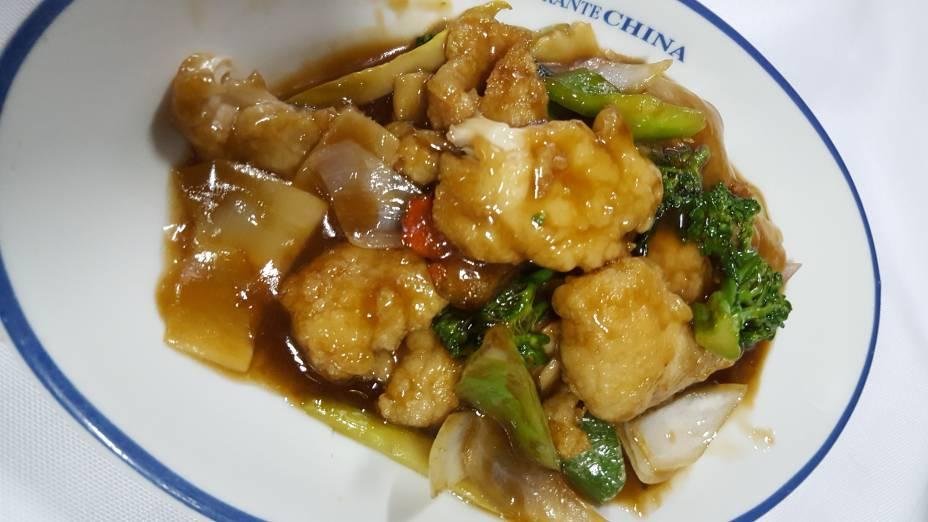 Filé de peixe com verduras:Opção de prato principal no jantar