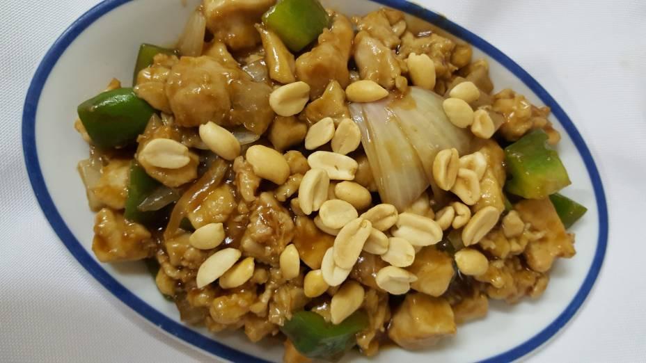 Frango Xadrez com amendoim: Opção de prato principal no almoço