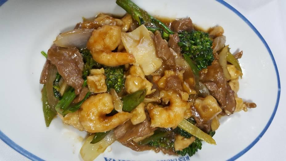 Misto de carnes:  Opção de prato principal no jantar