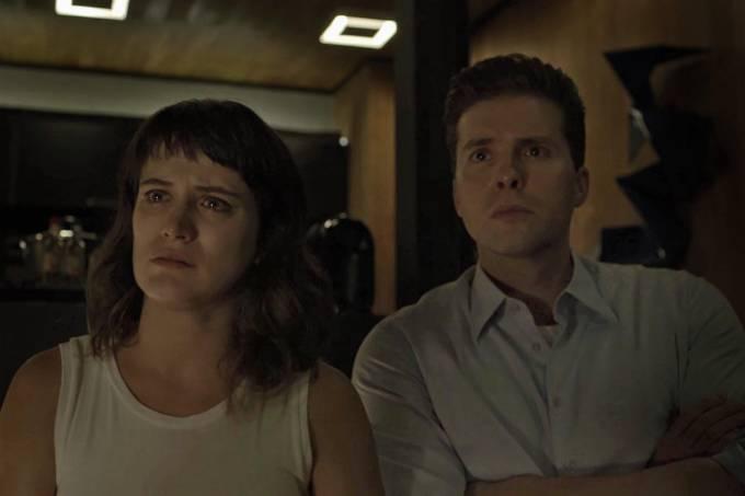 Clara (Bianca Bin) e Patrick (Thiago Fragoso)