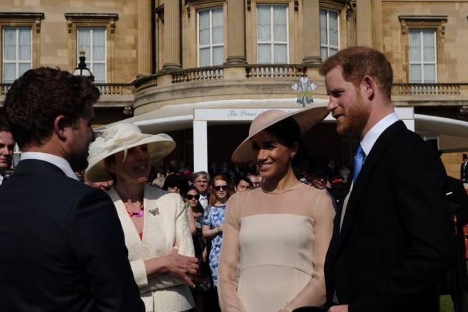 Príncipe Harry e Meghan Markle participam do primeiro evento como casados
