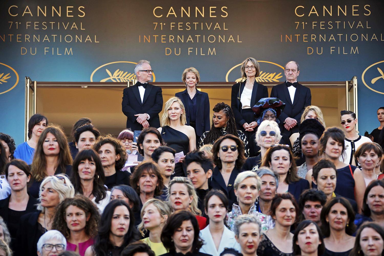 Cate Blanchett, Marion Cotillard, Salma Hayek e dezenas de outras mulheres do mundo do cinema exigiram igualdade salarial no tapete vermelho de Cannes, em uma iniciativa histórica no maior festival de cinema do mundo - 12/05/2018