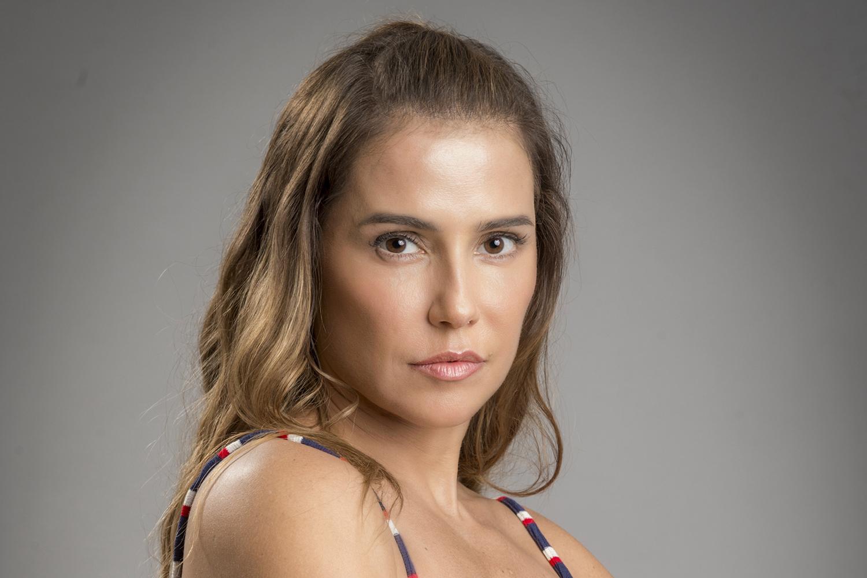 Karola (Deborah Secco), em 'Segundo Sol'