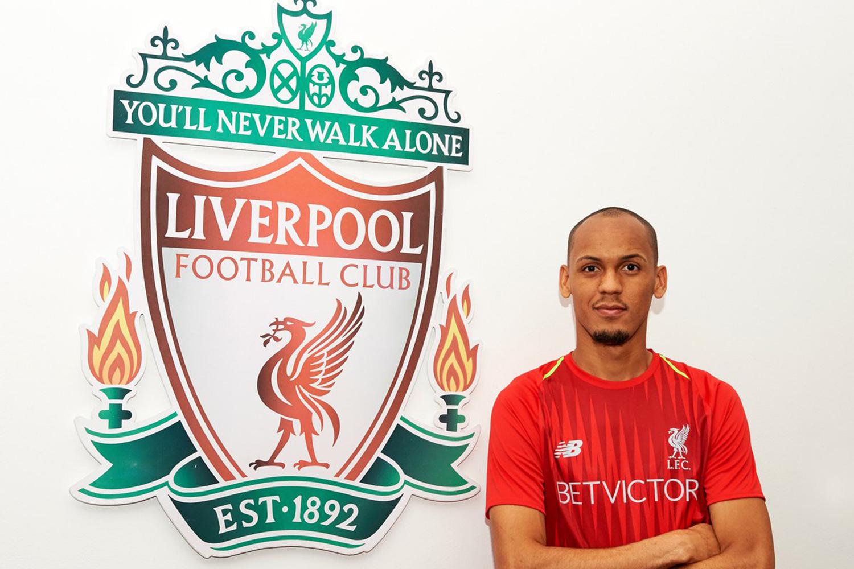 O brasileiro Fabinho, do Monaco, assina contrato com o Liverpool - 28/05/2018