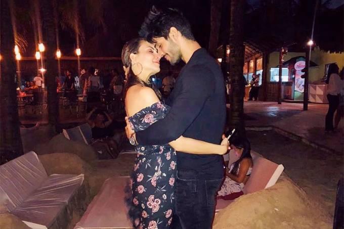 Ex-BBB Lucas Fernandes reata com namorada