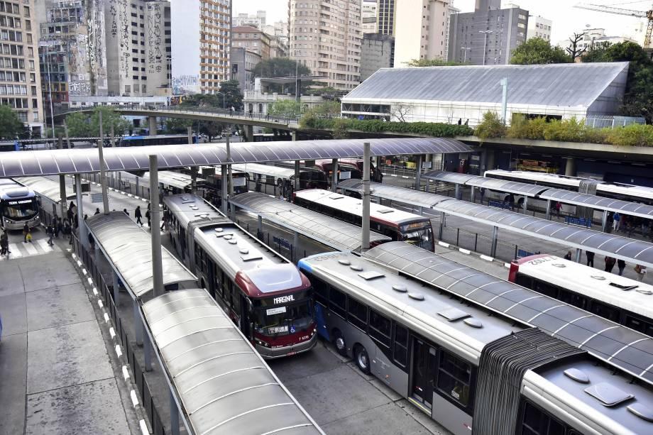 Vista do Terminal de ônibus Bandeira, localizado na região central de São Paulo. A prefeitura determinou que apenas 60% da frota de ônibus da cidade, saíssem para circulação normal, fazendo racionamento de combustível Diesel, por causa da greve dos caminhoneiros - 24/05/2018