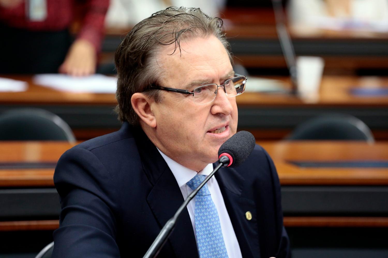 Deputy Luciano Ducci (PSB-PR), rapporteur of the bill