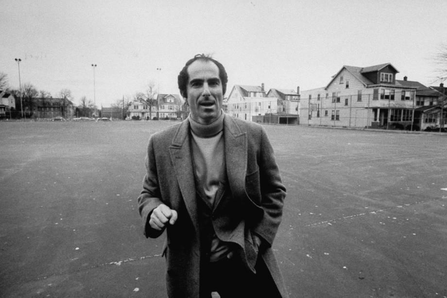 Philip Roth, revisitando áreas onde ele cresceu em Newark, Nova Jersey em 1968