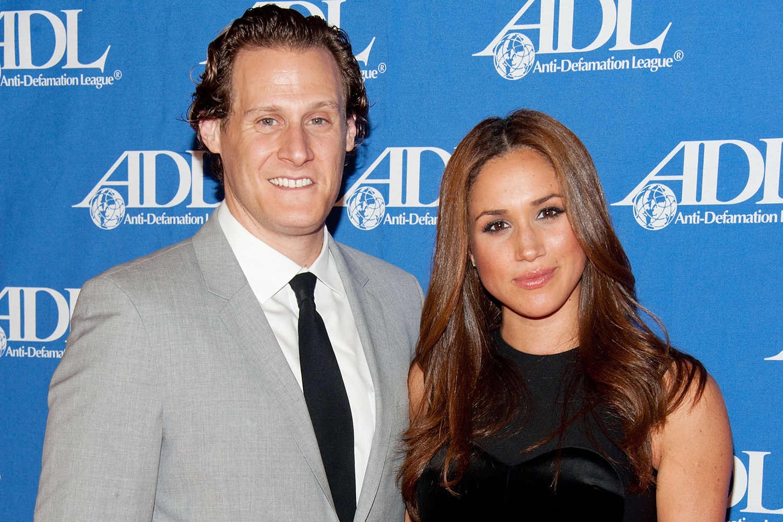 Meghan Markle e o ex-namorado Trevor Engelson posam para foto durante evento em Beverly Hills- 11/10/2011
