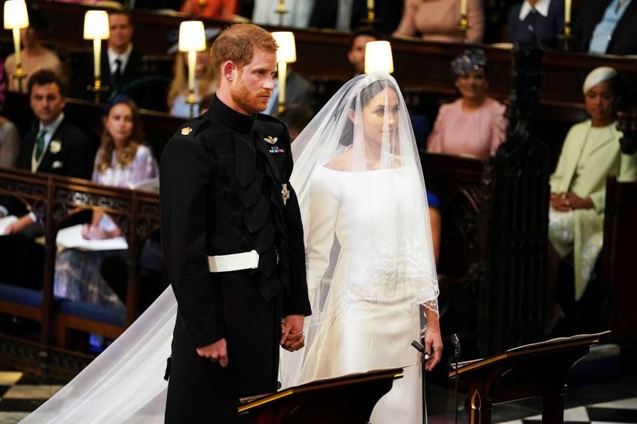 Harry leva a noiva ao altar de mãos dadas - 19/05/2018