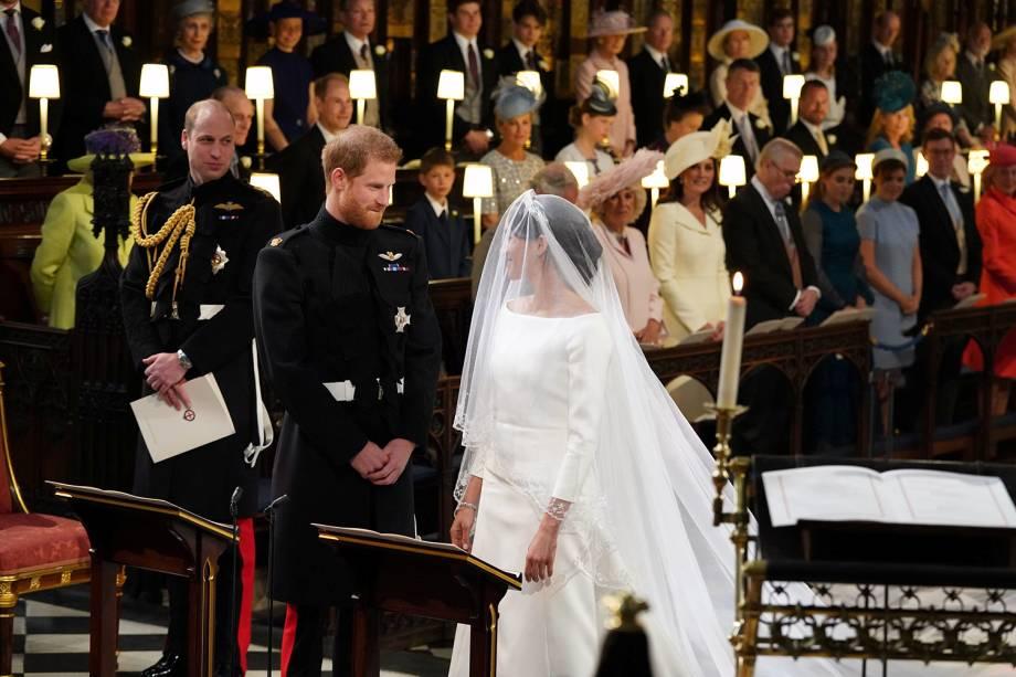 Príncipe Harry recebe Meghan Markle no altar - 19/05/2018