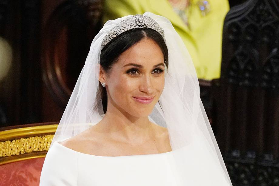 Meghan está usando uma tiara que foi da rainha Mary - 19/05/2018