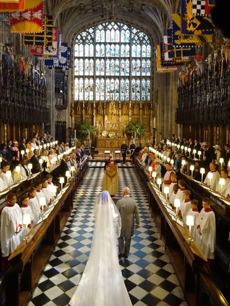 O príncipe Charles conduziu Meghan Markle ao altar da Capela de São Jorge, em Windsor - 19/05/2018