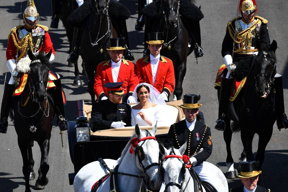 O duque e a duquesa fazem percurso de carruagem nos arredores de Windsor - 19/05/2018