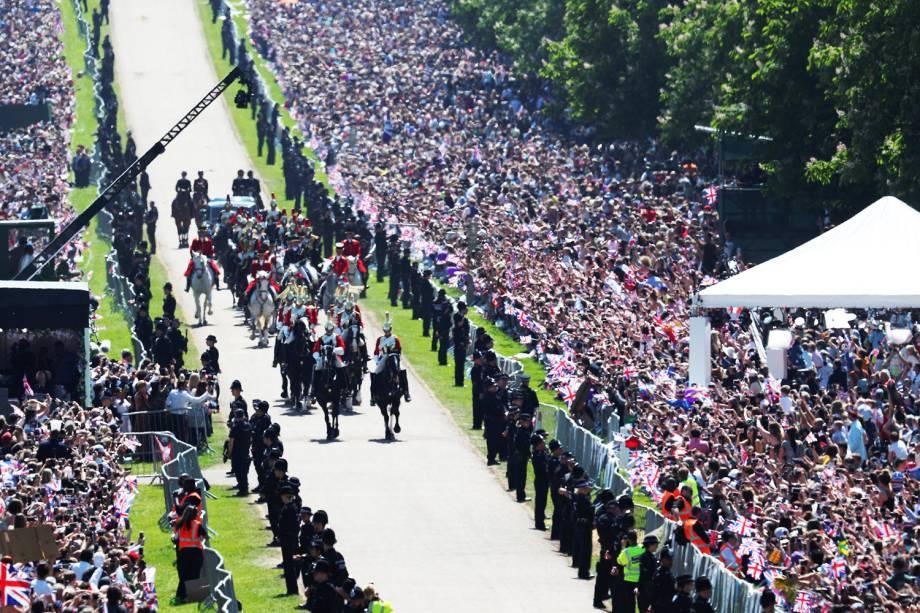 Príncipe Harry e Meghan Markle andam de carruagem na Long Walk, em Windsor, após cerimônia de casamento - 19/05/2018