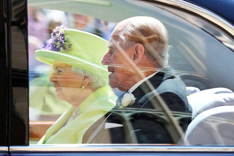 Rainha Elizabeth II e o príncipe Philip chegam na Capela de São Jorge, para acompanhar a cerimônia de casamento de Harry e Meghan Markle - 19/05/2018