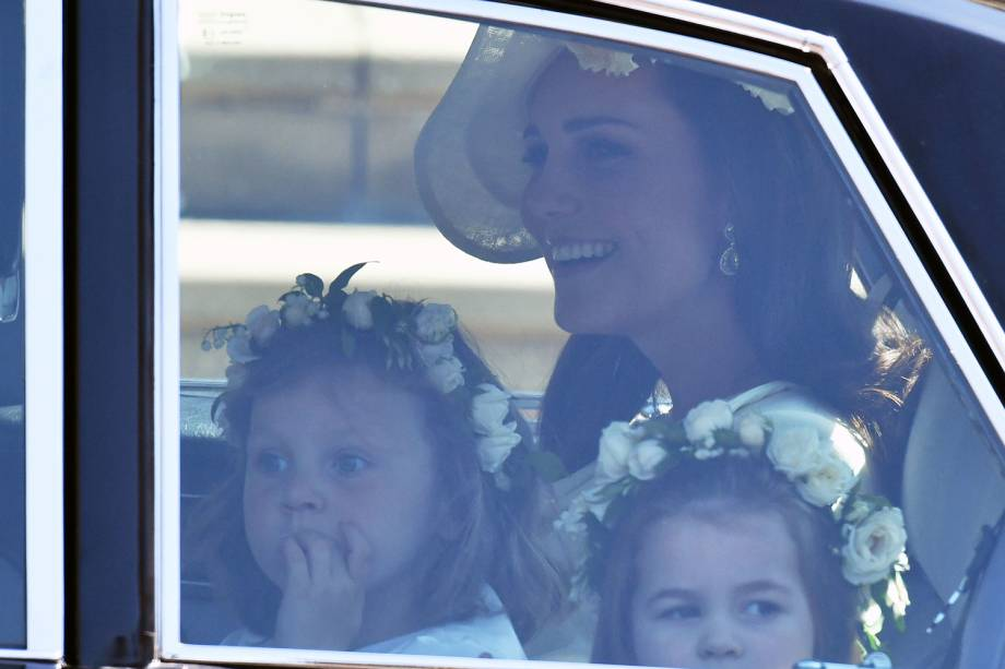 Princesa Charlotte é vista com Kate Middleton em carro, antes do casamento entre Harry e Meghan Markle - 19/05/2018