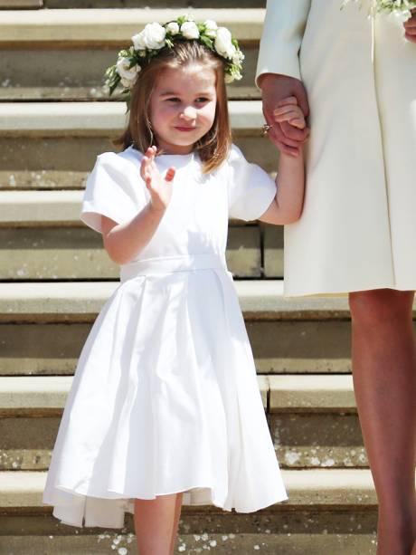 Princesa Charlotte é vista nas escadarias da Capela de St.George, em Windsor - 19/05/2018