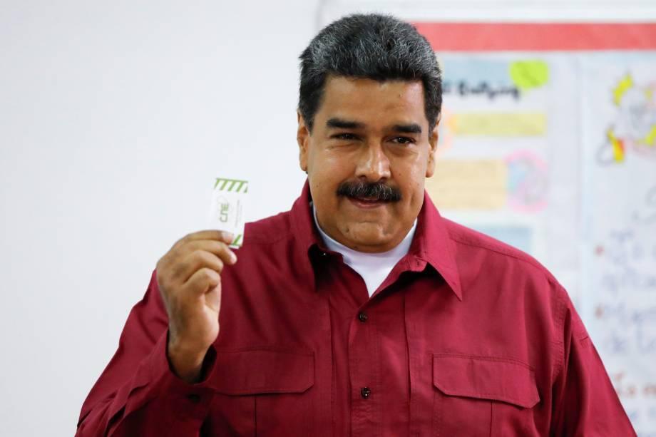 O presidente da Venezuela, Nicolás Maduro, vota  durante eleição presidencial em Caracas - 20/05/2018