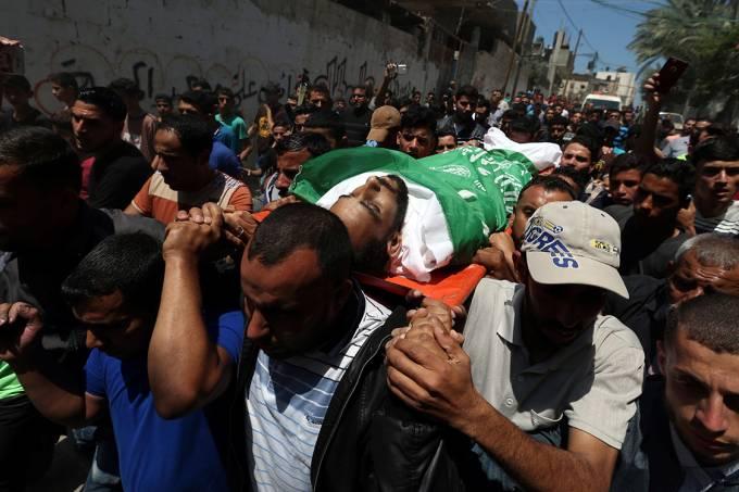 Funeral de mortos durante protesto na Faixa de Gaza