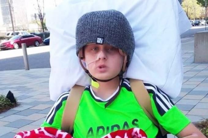 Garoto acorda do coma antes de médicos desligarem aparelhos