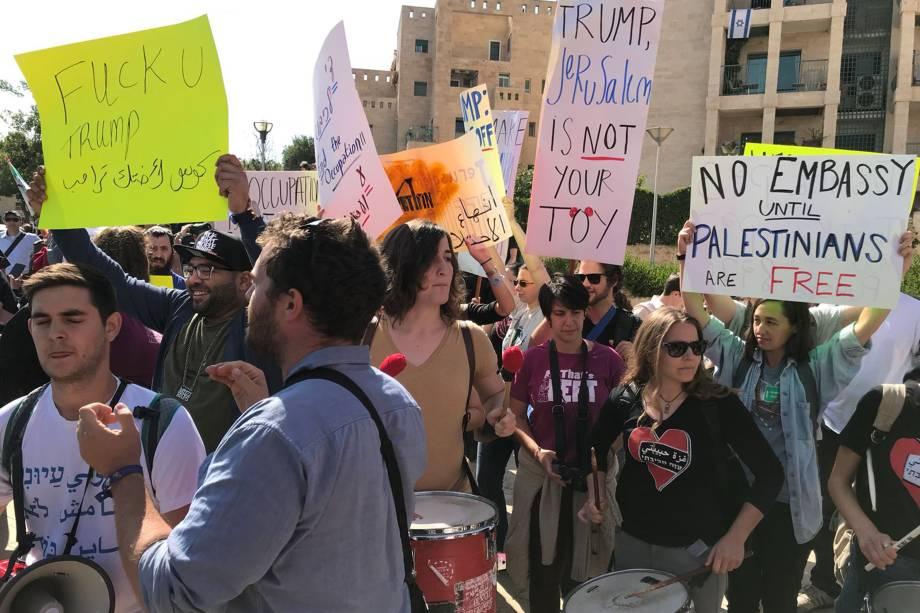 Israelenses e palestinos contra e a favor da abertura da embaixada americana em Jerusalém se manifestam, na Cidade Santa - 14/05/2018