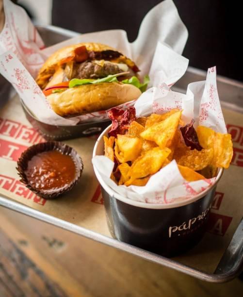 Páprica Burger: Entrada e Prato Principal