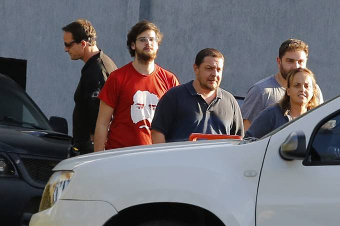Flhos e neto visitam o ex-presidente Lula na Policia Federal em Curitiba (PR)