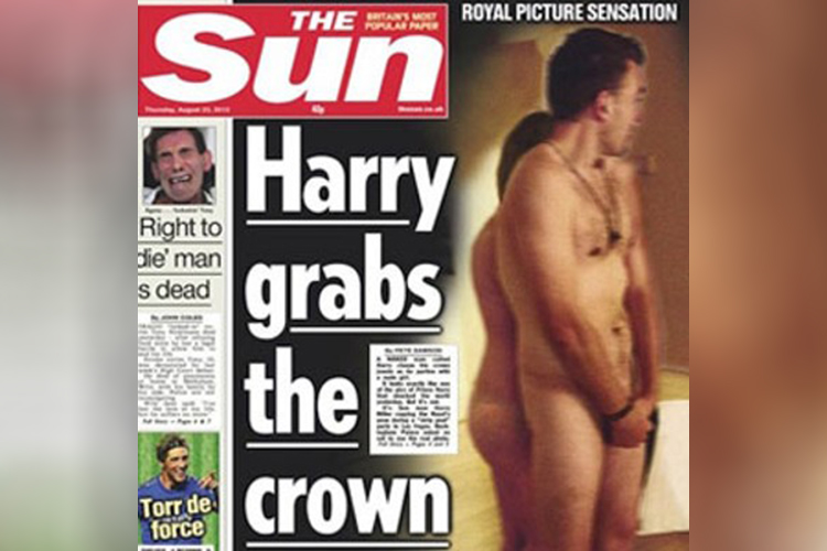 Fotos do príncipe Harry nu na capa do 'The Sun'