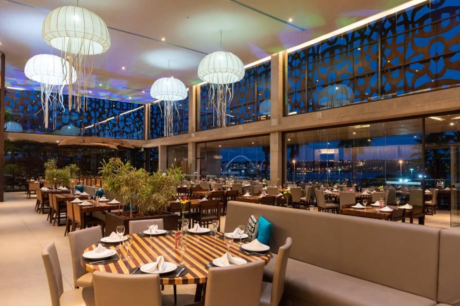 Para comer bem: salão do Nau tem vista para o Lago Paranoá