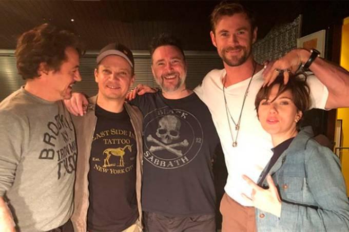 Elenco de 'Os Vingadores' faz tatuagem com símbolo do grupo